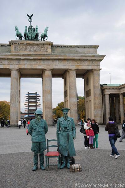Brandenburg Gate GIs.